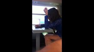 Девушка в плацкартном вагоне