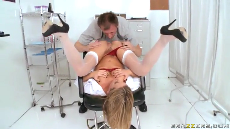 Медсестра помогла сдать сперму