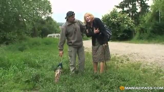 Молодая Аманда и пожилая пара