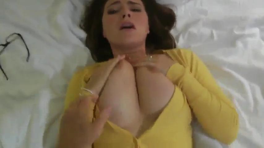 Голодная бабенка уговорила любовника записать порнушку