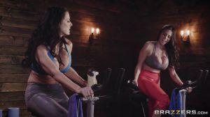 Две знойные милфы соревновались на велотренажерах