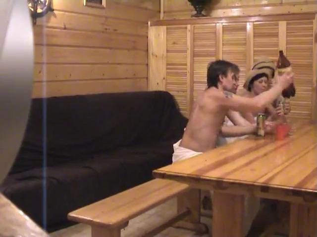 Мужики в сауне ебут двух шлюх