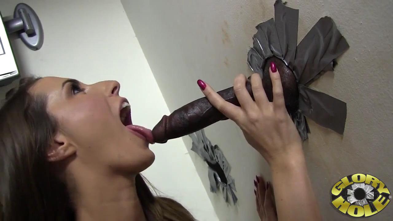 Голодная Paige Turnah ебется с негром в глорихоле