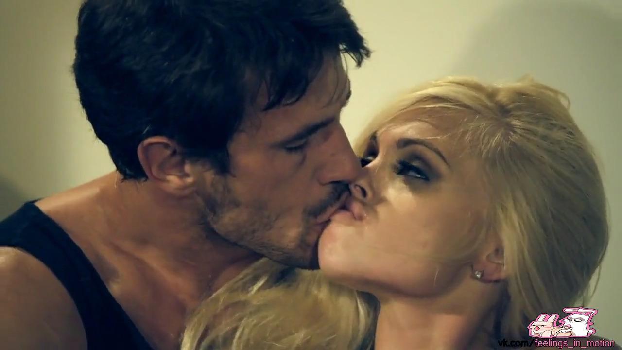 Страстный фетиш секс с очаровательной блондинкой Lexi Belle