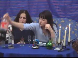 Пьяные русские девушки отдыхают без парней
