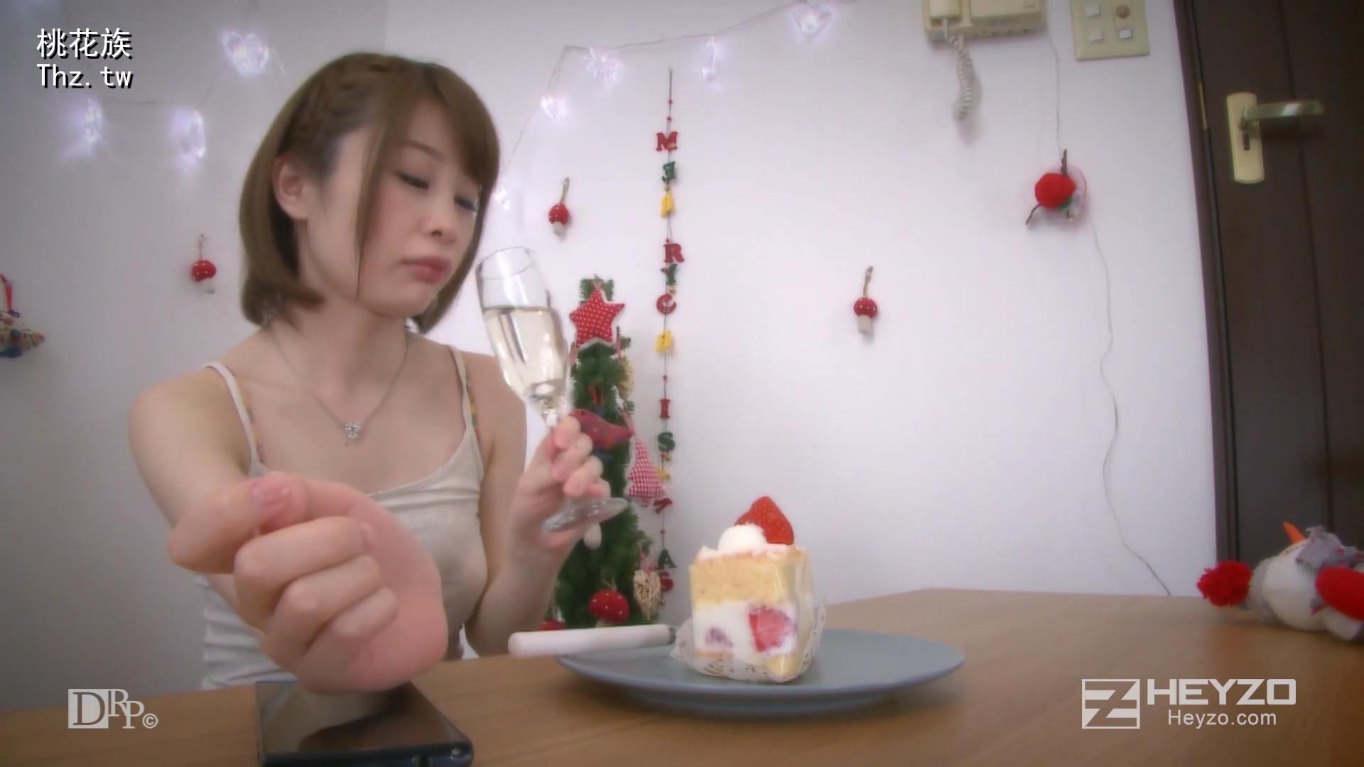 Молодая японка дала Деду Морозу