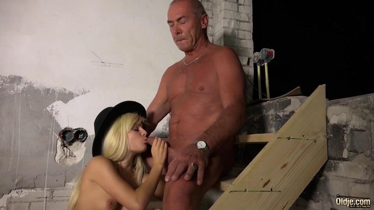 Пожилой рабочий чпокнул привередливую дочку хозяина фермы