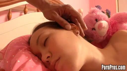 Присунул спящей Amai Liu
