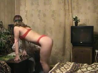 Студентка зашла в гости к соседу пенсионеру