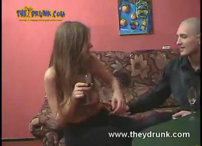 Пьяная деваха слегка изменила своему парню