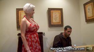 Женщина в возрасте жадно ебалась с парнем по-моложе