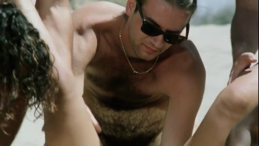 Сцены секса на пляже из какого-то фильма
