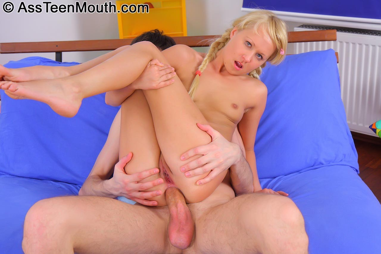 ebut-russkuyu-blondinku-video