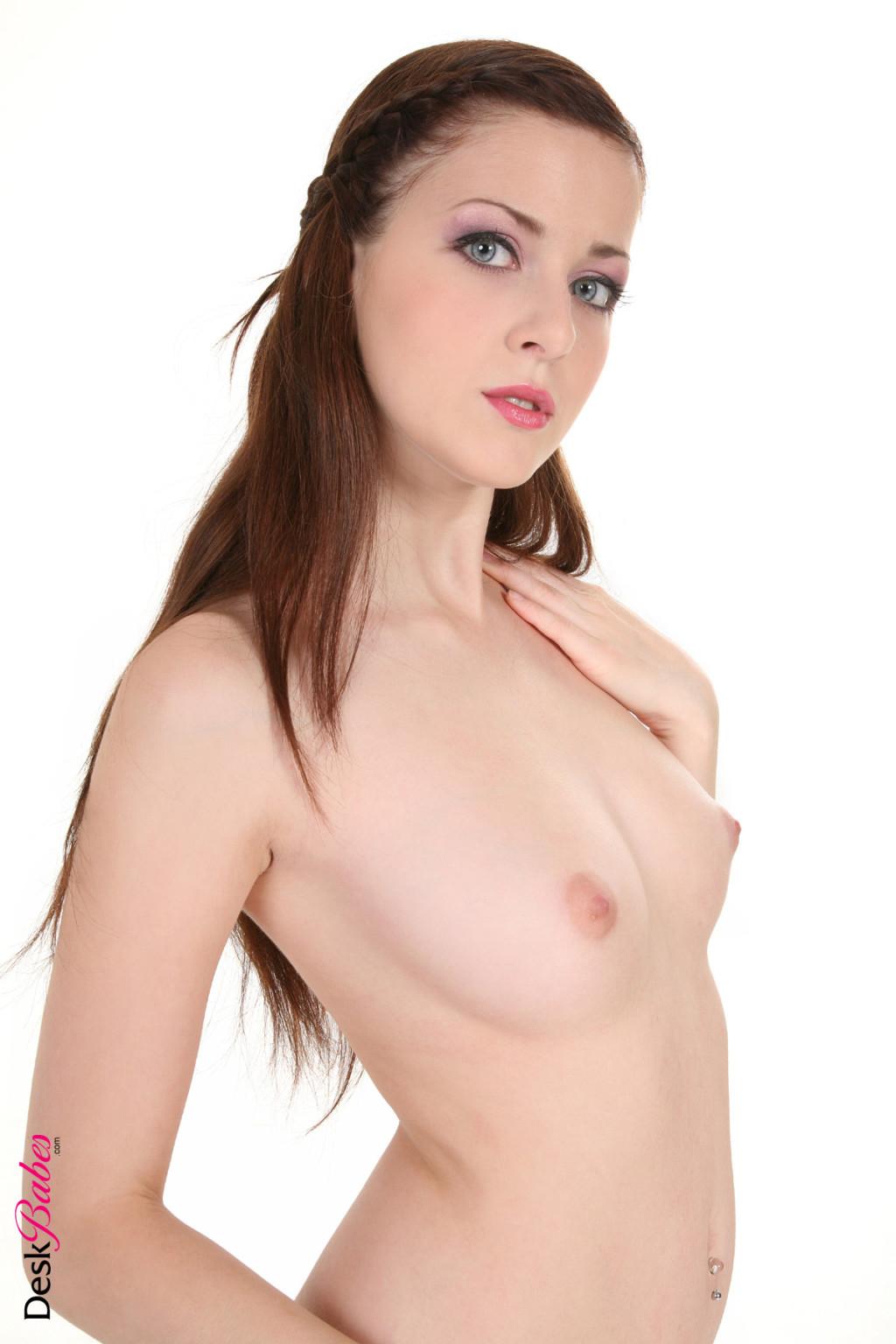 Abigaile Johnson и розовый дилдо