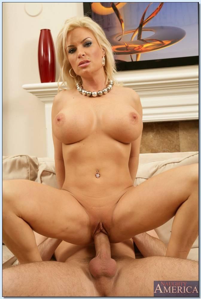 Блондинка на члене порно