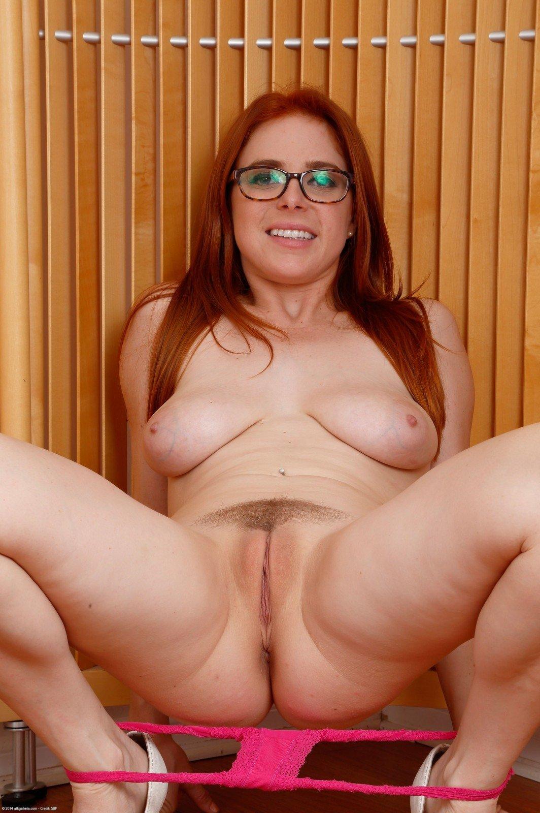 Подруга жены приехала в гости порно фото