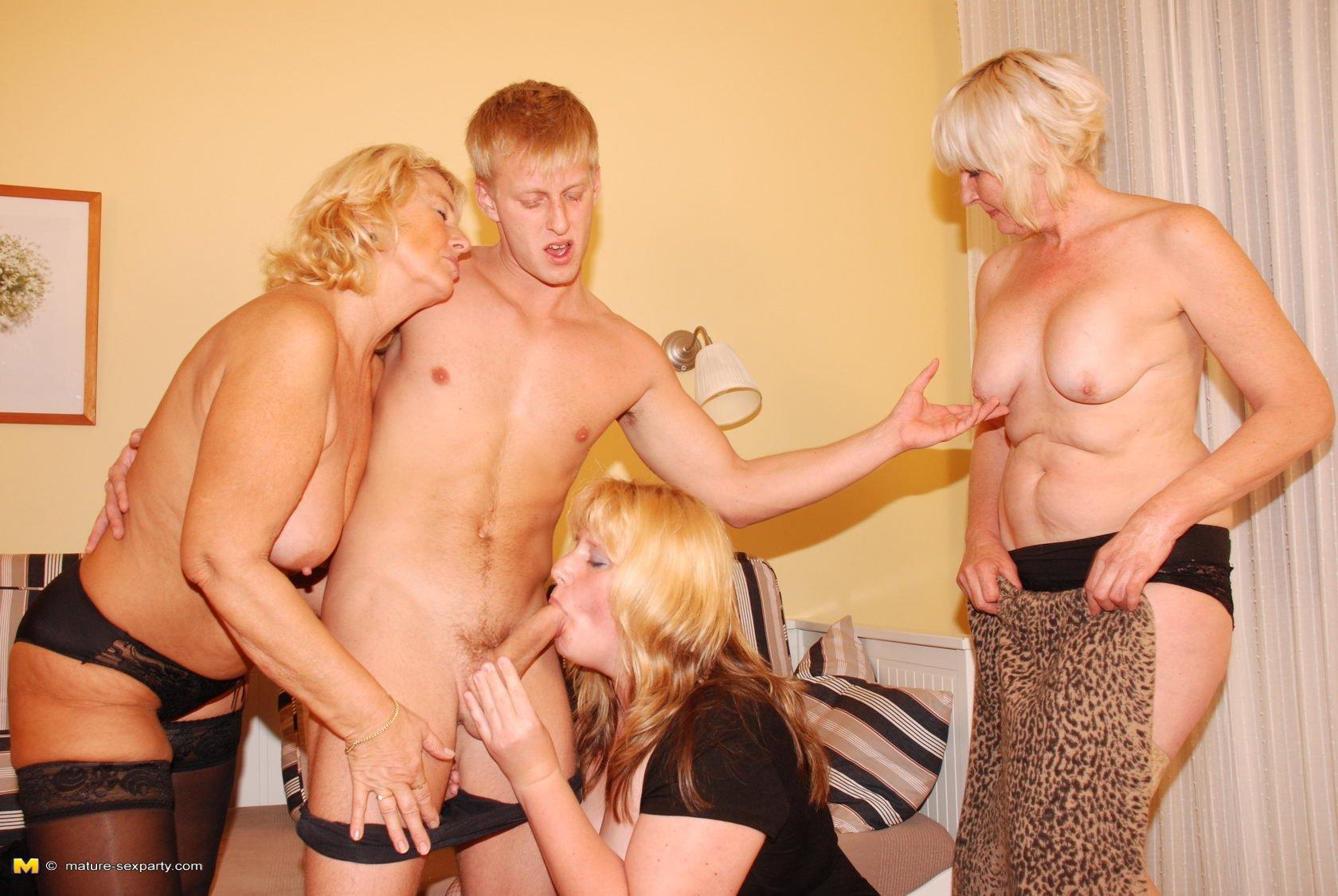 Порно фото зрелые и молодые