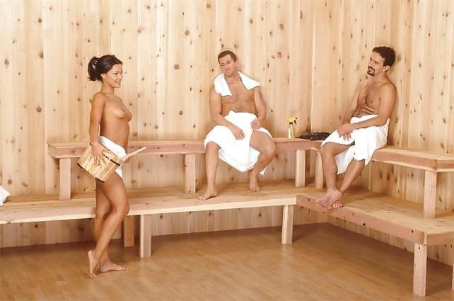 Девушки любят уединяться в сауне для того, чтобы удовлетворять мужчин и самим получать удовольствие
