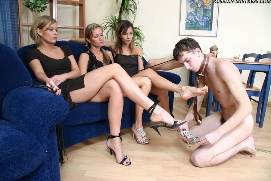 фото девушки доминируют над парнем