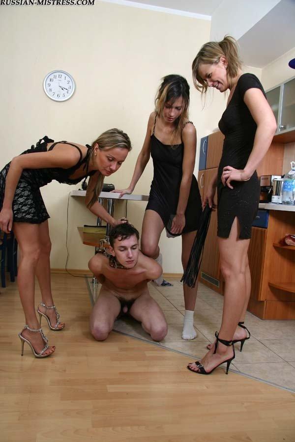 Девушку парень порно унижает