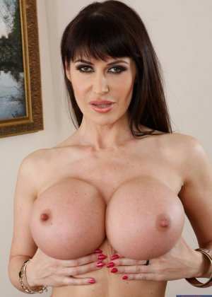 My moms big boobs