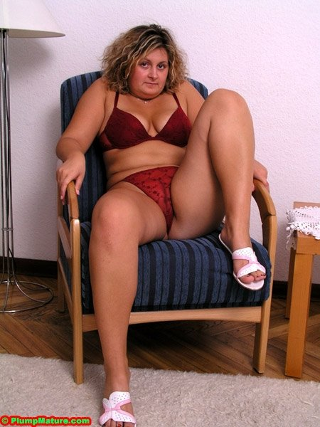 пухлая женщина дрочит фото