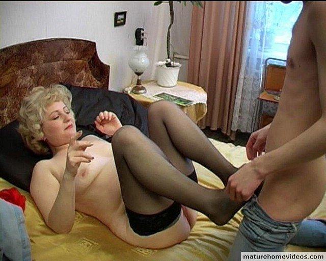 Зрелые и опытные мамочки снимаются в порно видео смотреть