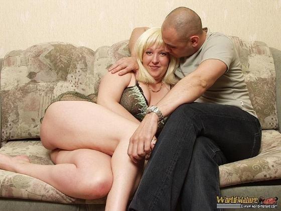 super-polnaya-zrelaya-blondinka-dala-polizat-chlen-dlya