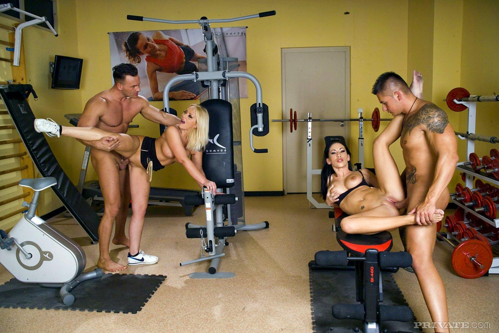 sportzal-s-golimi-video-porno