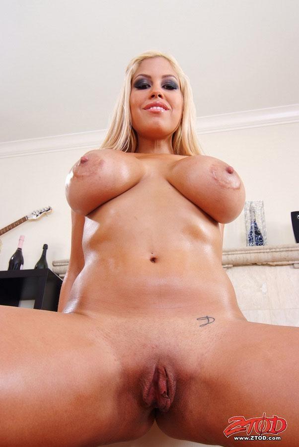 Молодая девушка утром мастурбирует  Смотреть порно в HD