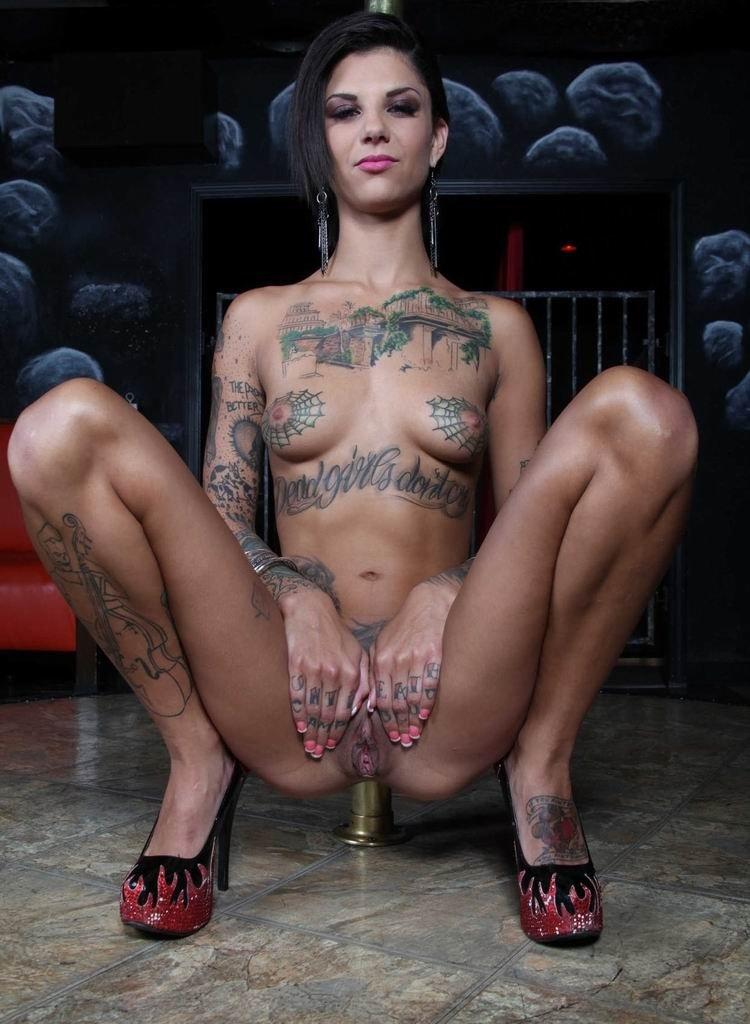porno-modeli-v-tatuirovkah