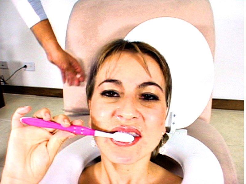 Чистить зубы порно онлайн, порнуха самый красивая девушка в мире