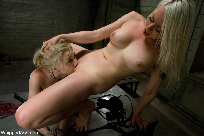фото порно унижение лесбиянки