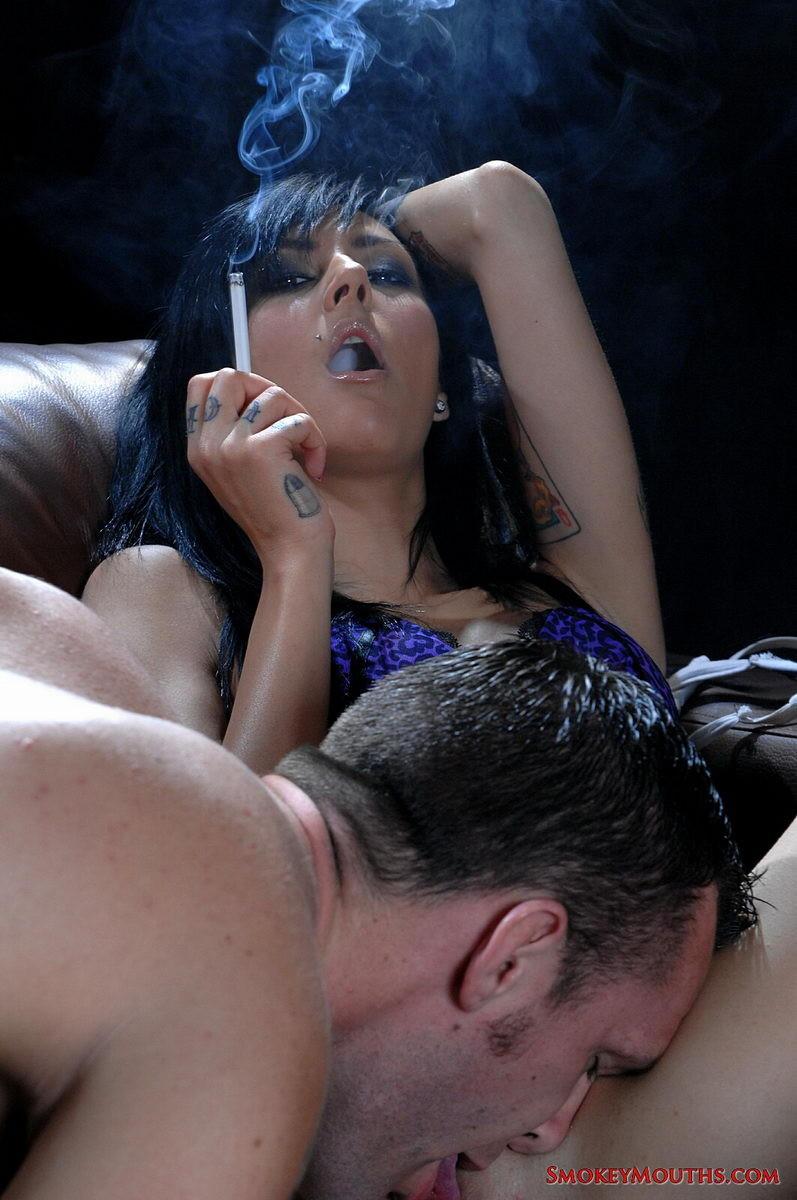devushki-sigareti-seks