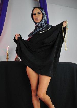 эро фото хиджаб