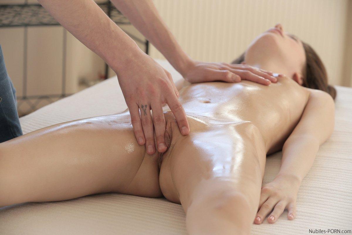 golie-devki-video-massazh