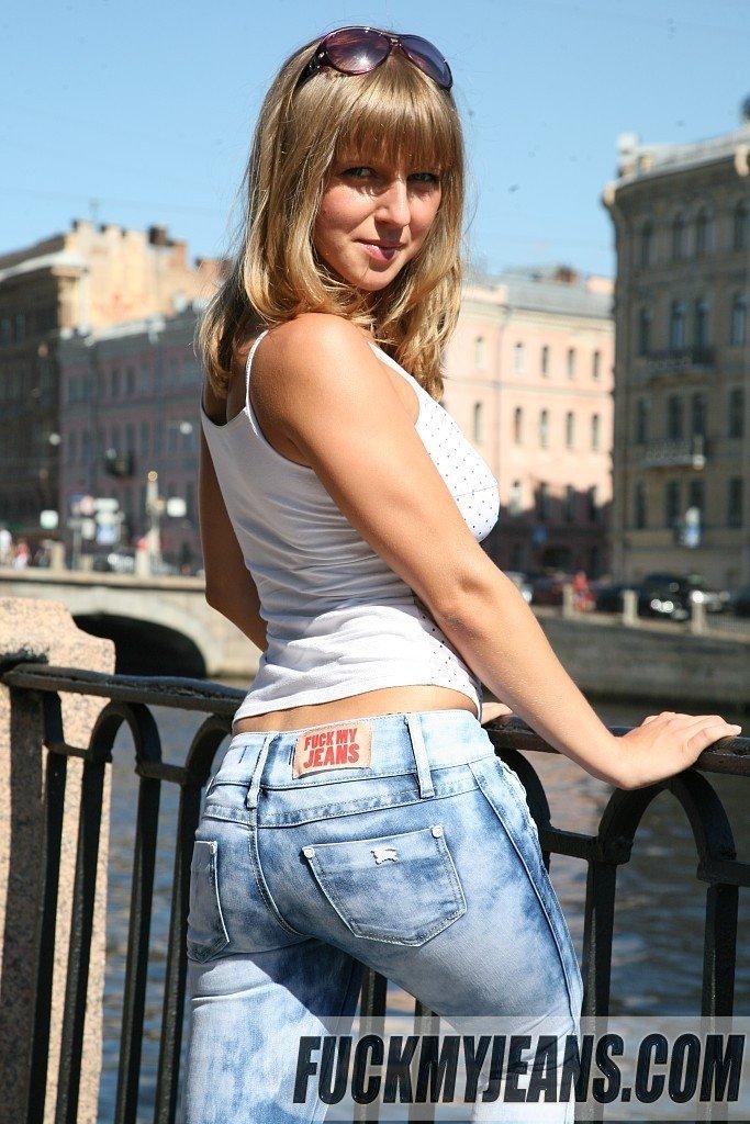 Приспустили джинсы порно фото — pic 13