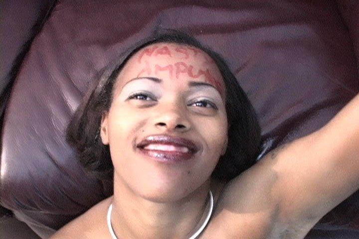 Негр накормил свою подругу спермой и наврал ей, что от спермы зубы становятся более белыми