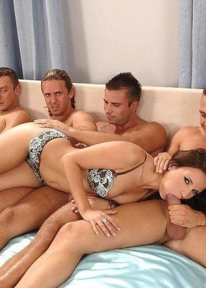 зрелую ебут втроем порно видео онлайн смотреть порно на