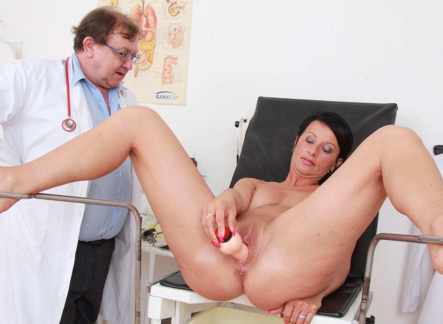 Женщина у генеколога порно видео