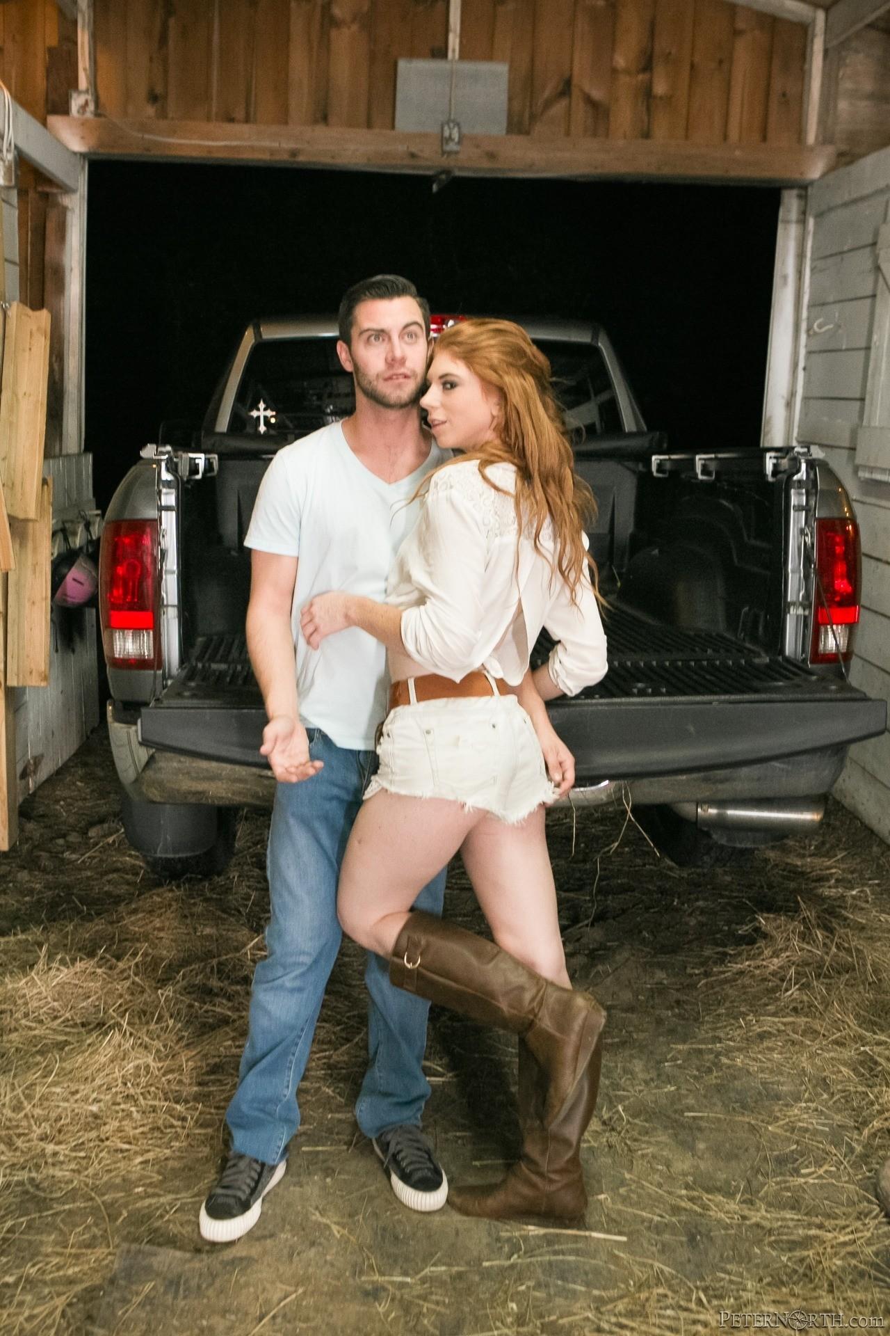Мэдалин Роуз познакомилась со многими парнями, когда отдыхала с подругой на ранчо, она вспоминает, как с ними трахалась