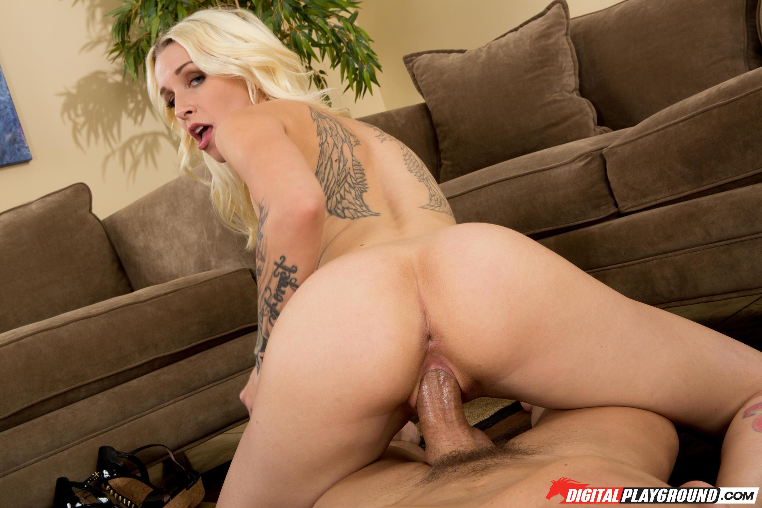 Стиви Шэй трахают на полу после того, как она медленно избавилась от одежды и помастурбировала
