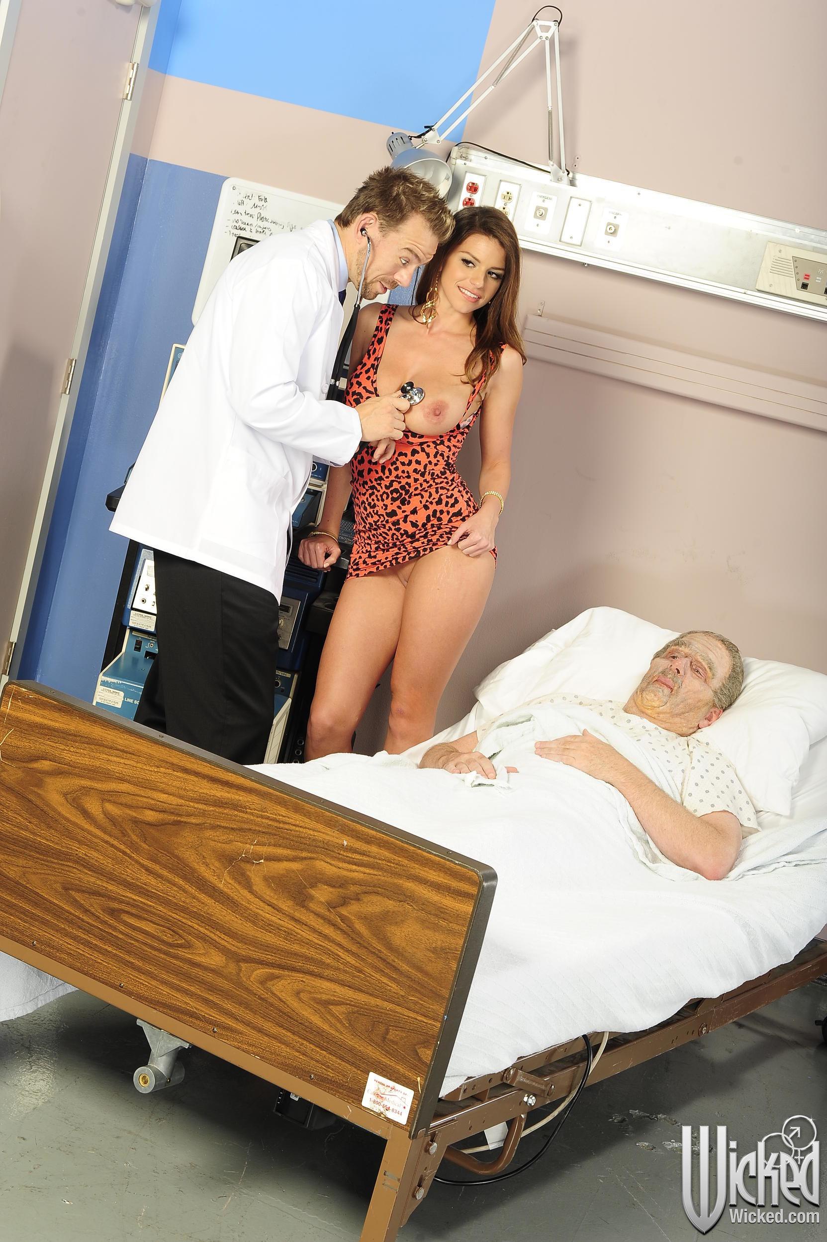 Пока пациент, к которому пришла симпатичная девица спит, врач решил ее занять чем-нибудь, а именно его членом