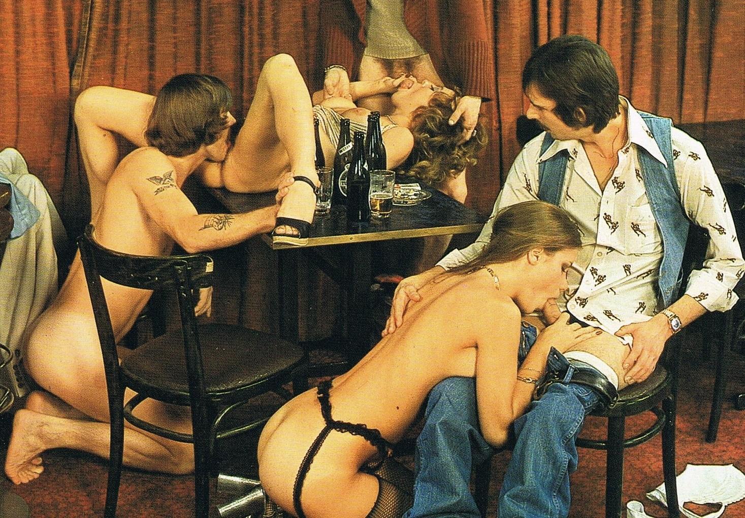 Первый бар, где работницы предлагали интим услуги посетителям, уж они-то были крайне довольны