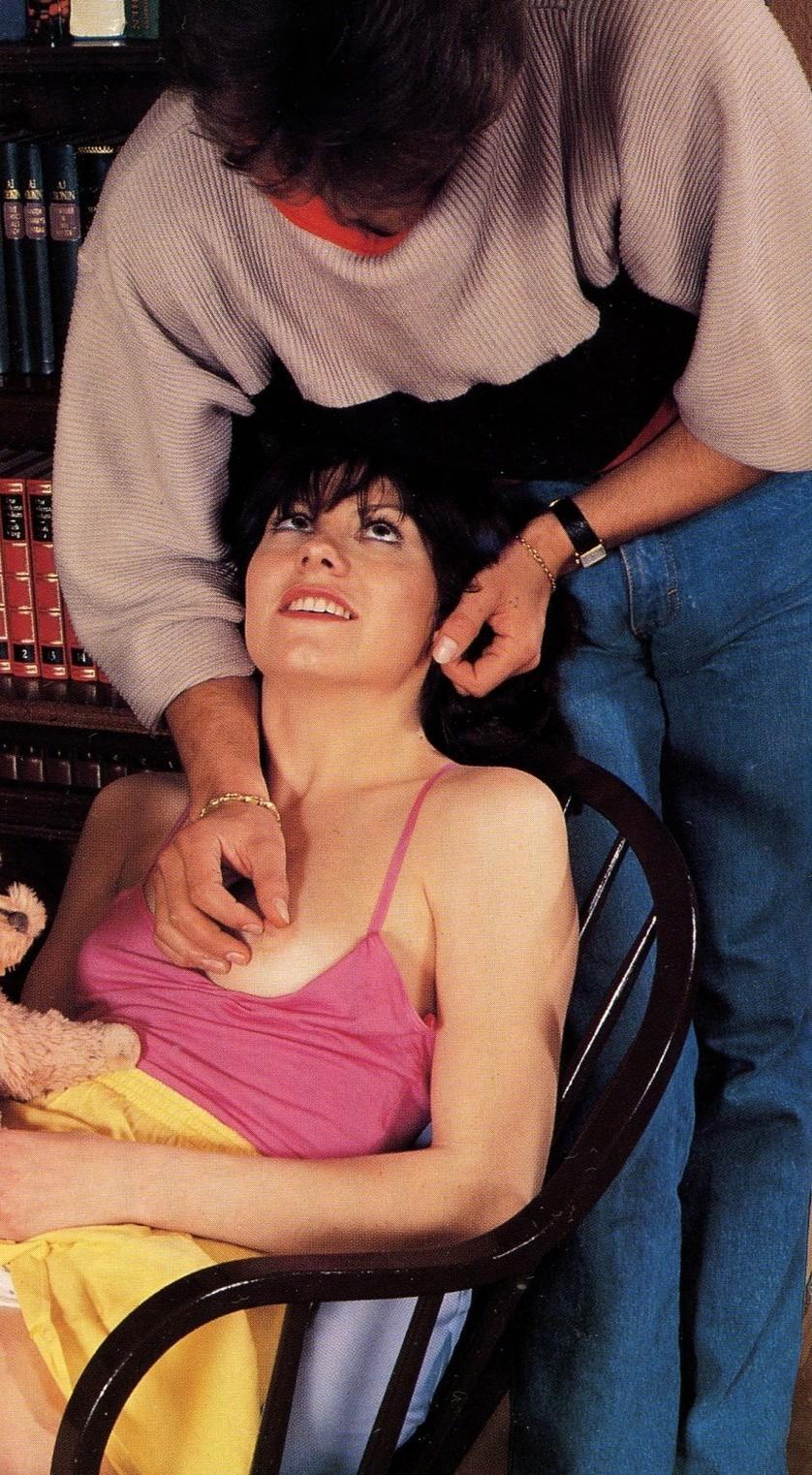 Винтажные снимки, где обычный расслабляющий массаж заканчивается трахом в библиотеке