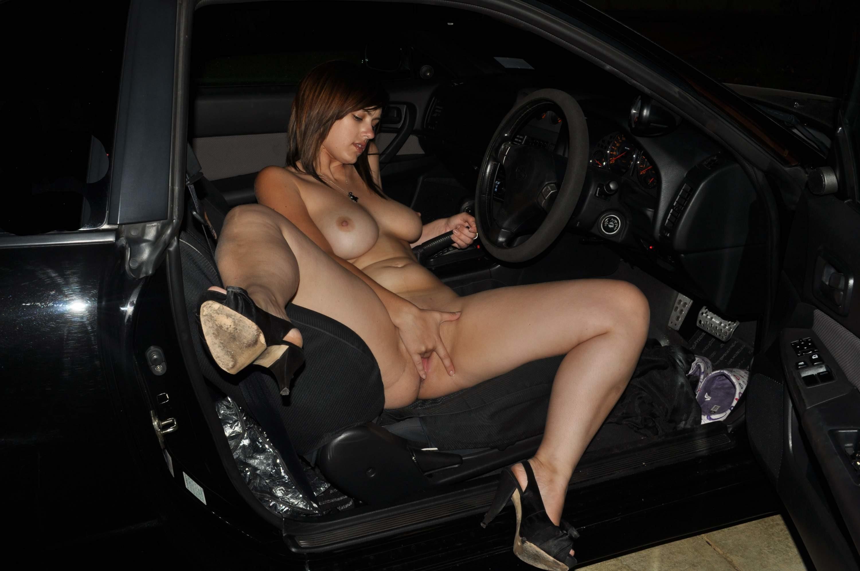 голые девушки дома в машине