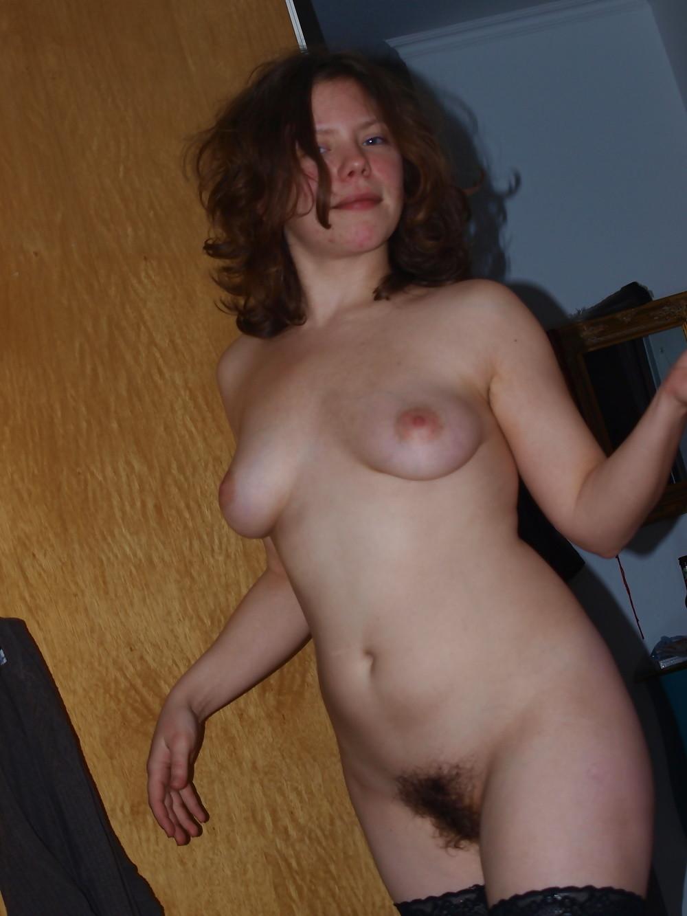 Волосатая пизда молодой жены