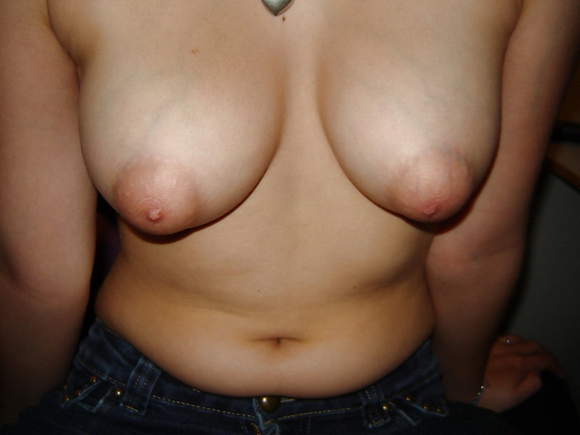 Порно груди домашнее с набухшими сосками фото