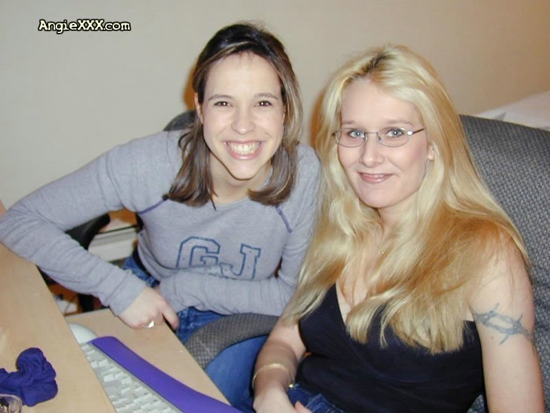 Порно молодойбрюнетки и блондинки