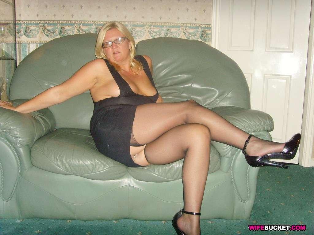 Любительские фотографии девушек с оголенными интимными частями тела